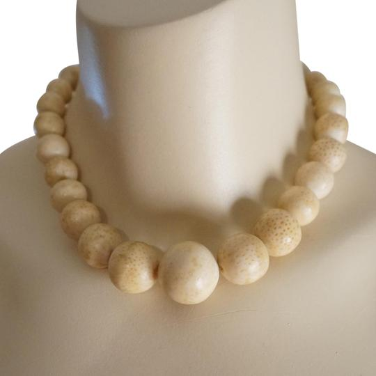 Preload https://img-static.tradesy.com/item/22822681/cream-white-rare-antique-gold-filled-fossil-coral-bead-necklace-0-4-540-540.jpg
