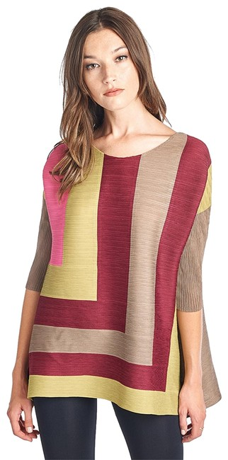 Preload https://img-static.tradesy.com/item/22823439/brown-jan-pleated-block-style-34-sleeve-blouse-size-os-one-size-0-1-650-650.jpg