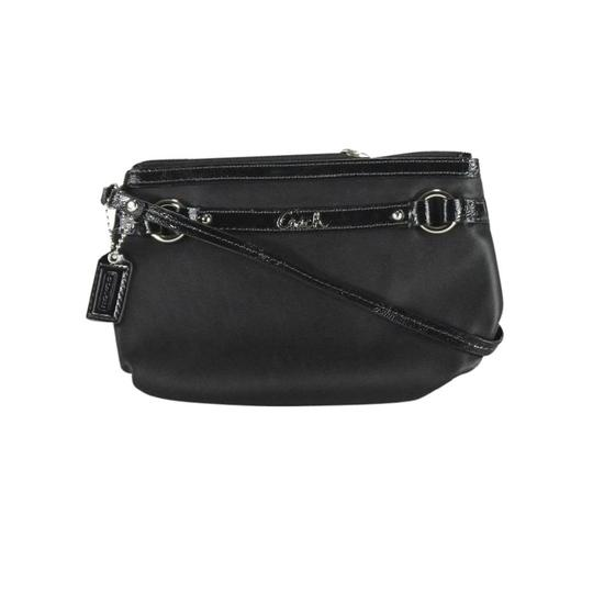 Preload https://img-static.tradesy.com/item/22823526/coach-black-gallery-leather-wristlet-0-0-540-540.jpg