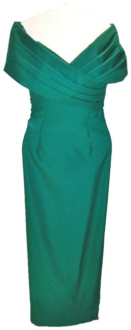 Item - Emerald Green W Fitted Pleated Portrait Neckline W/Back Split Long Night Out Dress Size 14 (L)