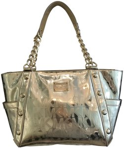 0186f3502bfd Michael Kors Chain Studs East West Patent Leather Zip Top Tote in Pale Gold