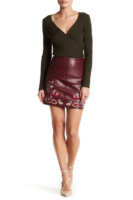 Item - Maroon Embroidered Faux Leather Skirt Size 4 (S, 27)
