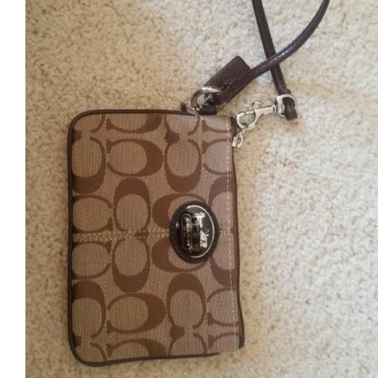 Preload https://img-static.tradesy.com/item/22829418/coach-small-perfect-as-coin-purse-or-cards-wristlet-0-2-540-540.jpg