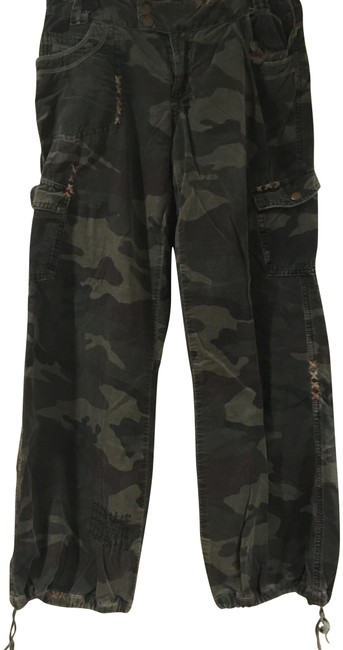 Preload https://img-static.tradesy.com/item/22829633/camouflage-green-distressed-cargo-jeans-size-30-6-m-0-1-650-650.jpg