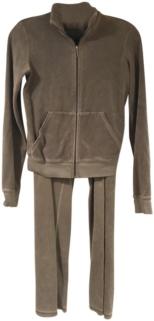 Preload https://img-static.tradesy.com/item/22829752/juicy-couture-grey-velour-activewear-outerwear-size-8-m-29-30-0-1-650-650.jpg
