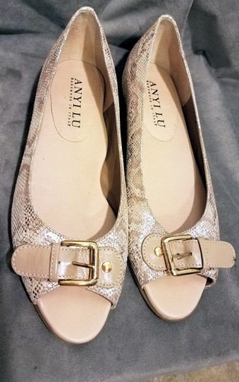Anyi Lu Stylish Made In Italy Gold and ecru Flats Image 1