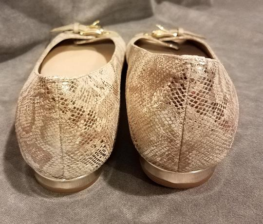 Anyi Lu Stylish Made In Italy Gold and ecru Flats Image 2
