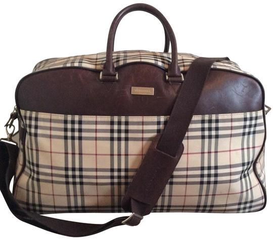 Preload https://img-static.tradesy.com/item/22832777/burberry-check-2way-boston-leathercanvas-weekendtravel-bag-0-1-540-540.jpg