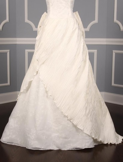 St. Pucchi Ivory Silk Shantung and Embroidered Silk Organza Versailles Z110 Formal Wedding Dress Size 10 (M) Image 3