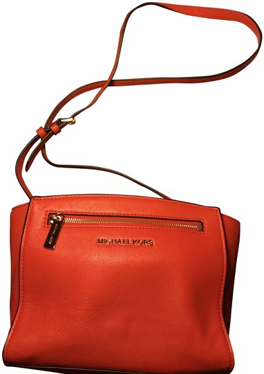 Preload https://img-static.tradesy.com/item/22834550/michael-kors-red-leather-cross-body-bag-0-1-540-540.jpg