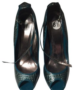 Dollhouse Teal/ Silver Pumps