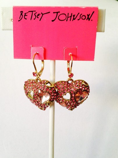 Betsey Johnson NWOT Faceted Pink Cubic Zirconia Heart Dangle Earrings