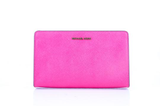Preload https://img-static.tradesy.com/item/22838140/michael-kors-clutch-ultra-pink-leather-cross-body-bag-0-1-540-540.jpg