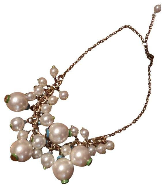 Item - White Pearl/Gold Necklace
