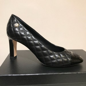 Chanel Quilted Quilted Camellia Size 37 Black Pumps