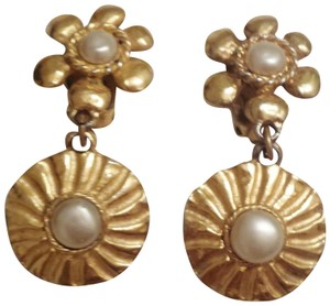 Chanel Chanel Rare Sunburst Gold tone & Pearl dangle clip earrings