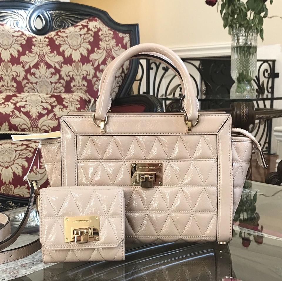 f53d686727ef MICHAEL Michael Kors Messenger Vivianne Small Tz Messenger& Wallet Set  Oyster Patent Leather Satchel - Tradesy