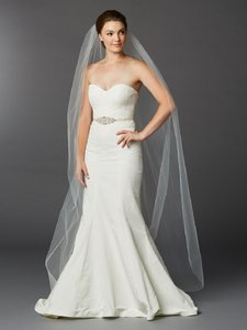 Ivory Long Chapel Or Floor Length One Layer Cut Edge Bridal Veil