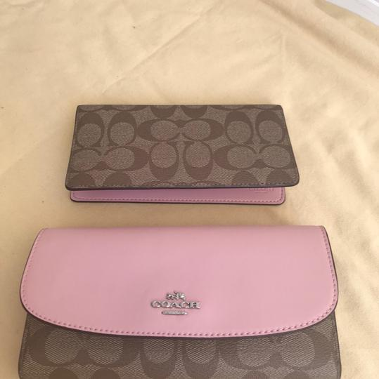 Coach $250 NWT SIGNATURE CHECKBOOK WALLET F57319