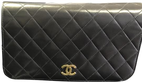 Preload https://item1.tradesy.com/images/chanel-classic-flap-chain-classic-quilted-snap-black-lambskin-leather-shoulder-bag-22855615-0-1.jpg?width=440&height=440