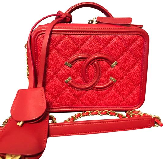 Preload https://img-static.tradesy.com/item/22855816/chanel-vanity-case-true-color-red-caviar-leatherbrushed-gold-hw-cross-body-bag-0-1-540-540.jpg