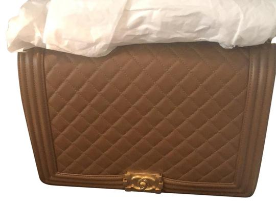 Preload https://img-static.tradesy.com/item/22856231/chanel-boy-large-gold-w-gold-hardware-lambskin-leather-cross-body-bag-0-1-540-540.jpg