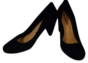 Mudd Heels Black Pumps