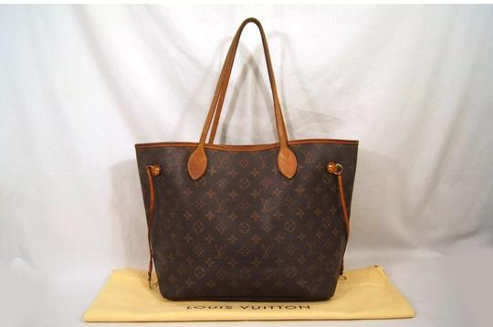 Preload https://item1.tradesy.com/images/louis-vuitton-neverfull-mm-monogram-canvas-tote-22862020-0-14.jpg?width=440&height=440