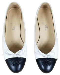 Chanel black and cream Flats