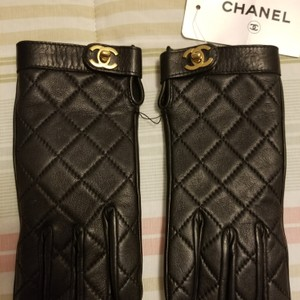 Chanel Authentic Chanel Turn Lock Quilted Lambskin Gloves Size 6.5