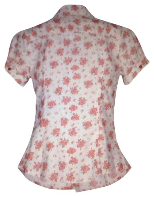 Preload https://img-static.tradesy.com/item/22864444/white-with-flowers-xs-blouse-size-0-xs-0-1-650-650.jpg