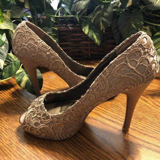 Style Shoes Gold Formal Image 2