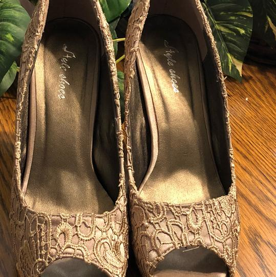 Style Shoes Gold Formal Image 9