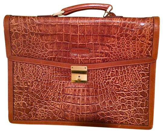 Preload https://img-static.tradesy.com/item/22864867/classic-briefcase-brown-leather-messenger-bag-0-1-540-540.jpg