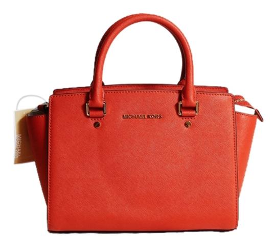 Preload https://item4.tradesy.com/images/michael-kors-medium-selma-orange-leather-satchel-2286693-0-0.jpg?width=440&height=440