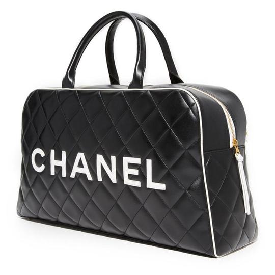 Preload https://img-static.tradesy.com/item/22869195/chanel-limited-edition-vintage-duffel-tote-black-and-white-leather-weekendtravel-bag-0-8-540-540.jpg