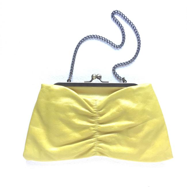 Item - Vintage Bow Kisslock Yellow Leather Clutch