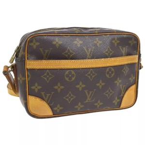 5e1ea03e43f2 Louis Vuitton Favorite Pm Damier Ebene Coated Canvas Cross Body Bag ...