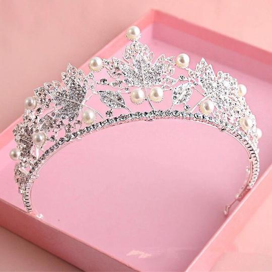 Other Stunning Shiny Full Crystal Beads Pearl Maple Leaf Bridal Tiaras Wedding Crown Image 4