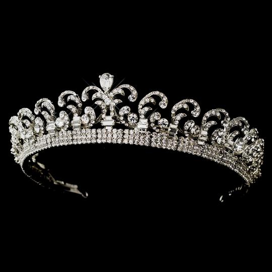 Preload https://img-static.tradesy.com/item/22875995/elegance-by-carbonneau-antique-silver-clear-royal-kate-middleton-inspired-halo-tiara-0-0-540-540.jpg