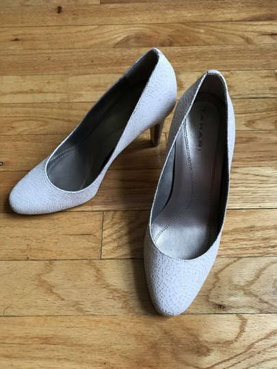 Tahari Leather Stacked Heel Comfort White Pumps Image 2