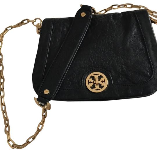 Preload https://img-static.tradesy.com/item/22876279/tory-burch-black-cross-body-bag-0-1-540-540.jpg