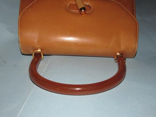 Gucci Early Mod Kelly Style Multiple Compartment Mint Vintage Uses Bakelite/Lucite Satchel in caramel leather with tortoise shell Lucite/Bakelite and gold accents Image 9