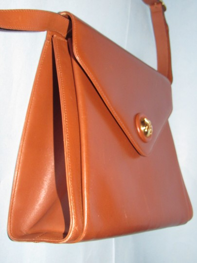 Salvatore Ferragamo Mint Vintage Two Way Style Shoulder/Cb/Clutch Removable Strao Great For Everyday Cross Body Bag Image 10