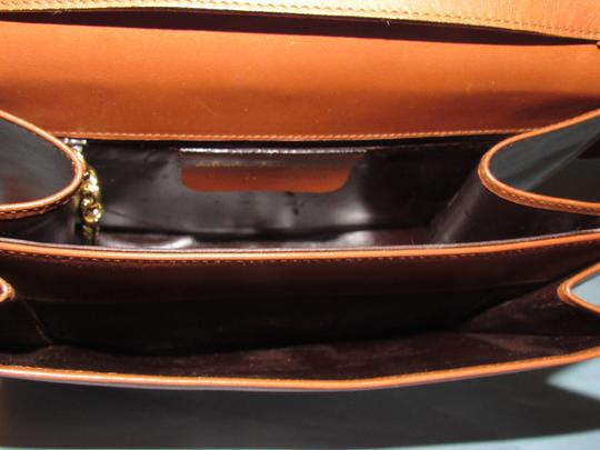 Salvatore Ferragamo Mint Vintage Two Way Style Shoulder/Cb/Clutch Removable Strao Great For Everyday Cross Body Bag Image 3