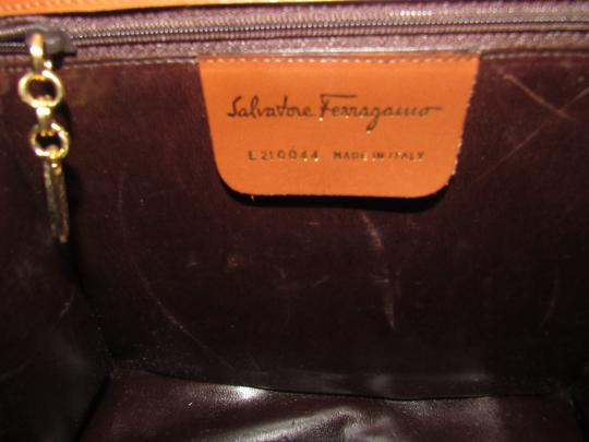Salvatore Ferragamo Mint Vintage Two Way Style Shoulder/Cb/Clutch Removable Strao Great For Everyday Cross Body Bag Image 6