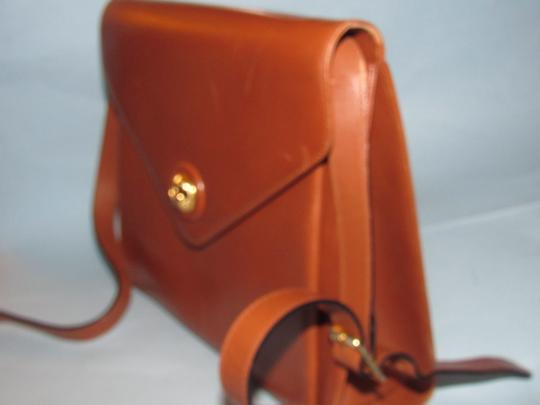 Salvatore Ferragamo Mint Vintage Two Way Style Shoulder/Cb/Clutch Removable Strao Great For Everyday Cross Body Bag Image 8