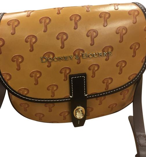 Preload https://img-static.tradesy.com/item/22877027/dooney-and-bourke-phillies-brown-leather-satchel-0-2-540-540.jpg