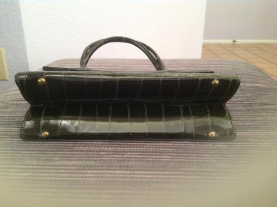 Made of genuine leather Satchel in Hunter green Image 2