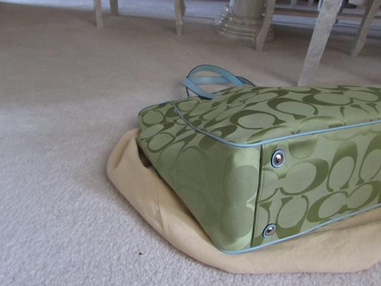 Coach Tote in Green Image 4